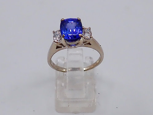14CT TANZANITE & DIAMOND RING