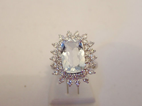14CT AQUAMARINE & DIAMOND RING