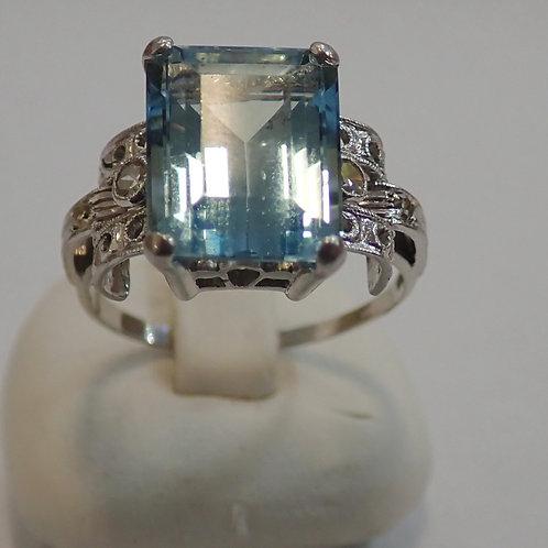 14CT AQUAMARINE & DIAMOND RING