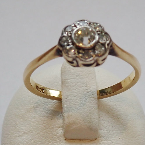 18CT DIAMOND DAISY RING