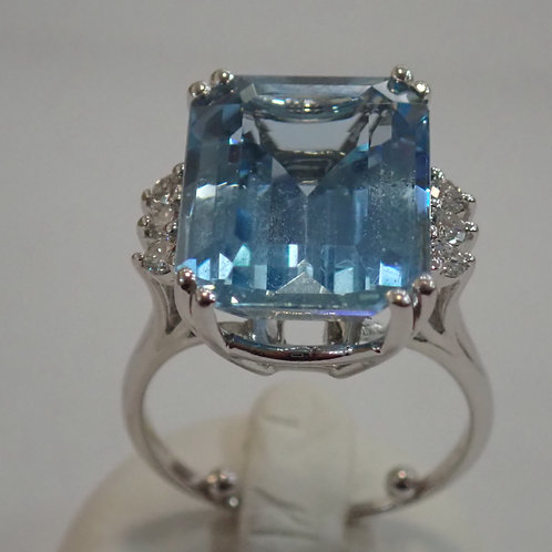 14CT 10.70CT AQUAMARINE & DIAMOND RING