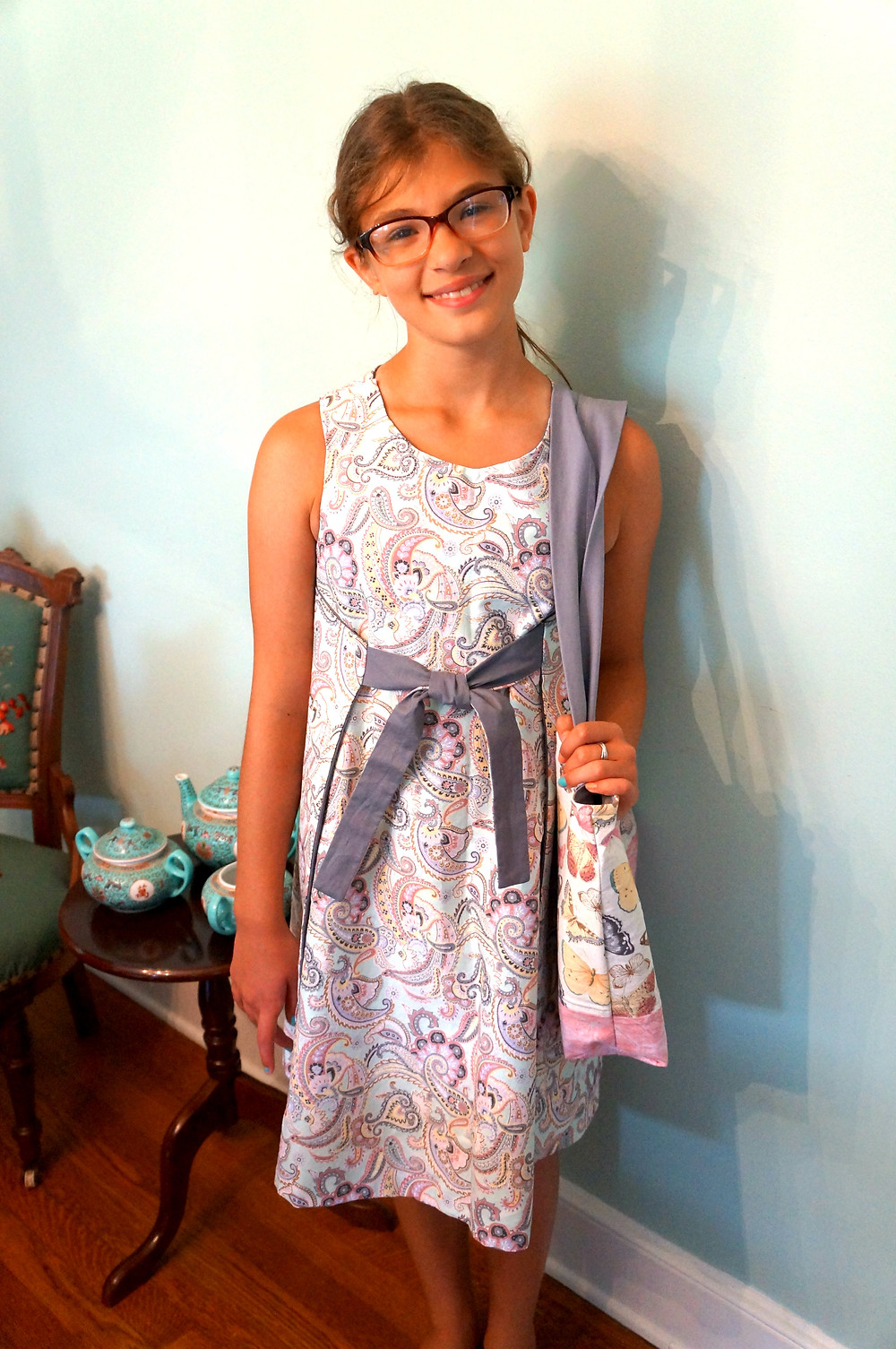 Alternative picture of K with bag and wearing finished dress