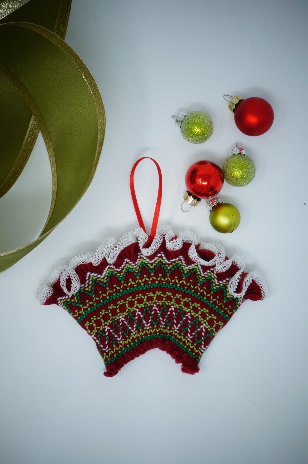 Red and green Smocked Fan Ornament Pattern
