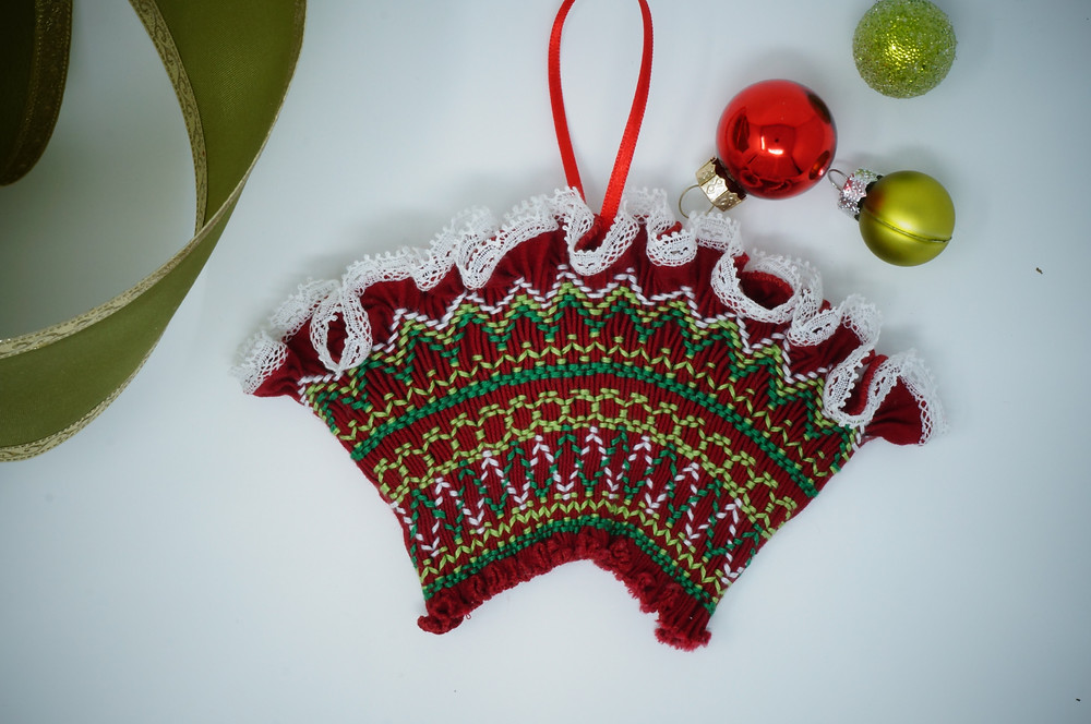 Red and green ornament kit