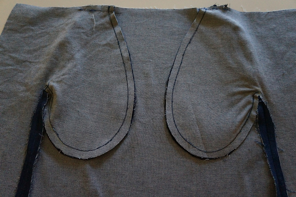 Pockets in  front seams