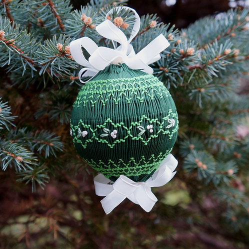 Mistletoe Smocked Ornament Kit