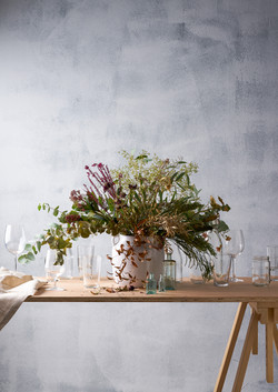 dried flowwers and clear glass vases for this autumnal interior inspiration