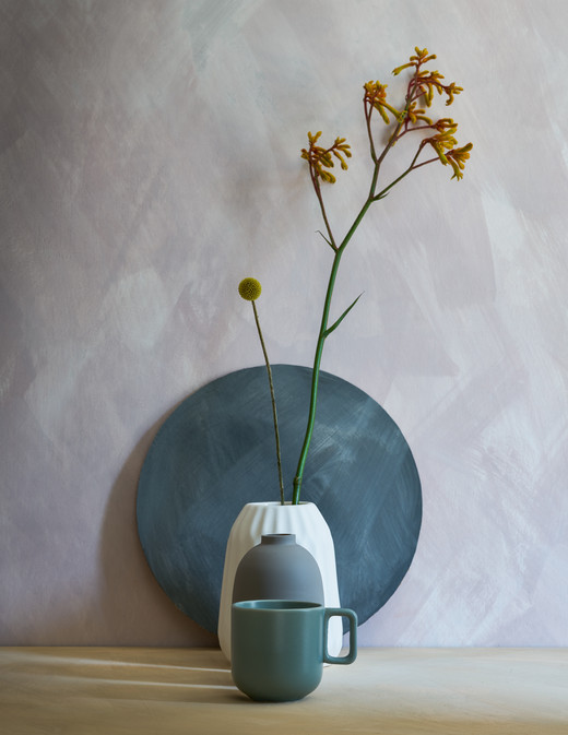 BauwerkPaints vases and flower against pink textured painted wall