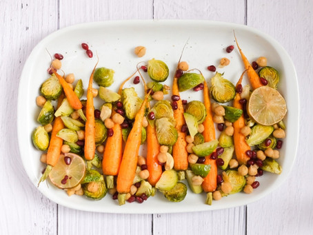 Cavolini di Bruxelles, carote e ceci al forno