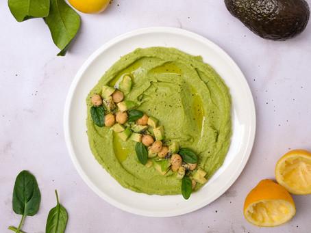 Hummus con spinaci e avocado