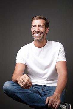 filantrop emmanuel camiseta blanca retra