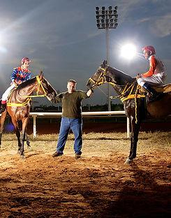fotografia de retrato editorial por dondyk riga estudio creativo madrid juan andres rodriguez entrenador de caballos  para revista tendencia