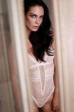 fotografia boudoir por lorena riga en madrid retiro michelle vivas a traves de la ventana