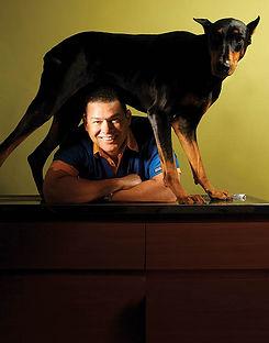 fotografia de retrato editorial por dondyk riga estudio creativo madrid veterinario para revista tendencia