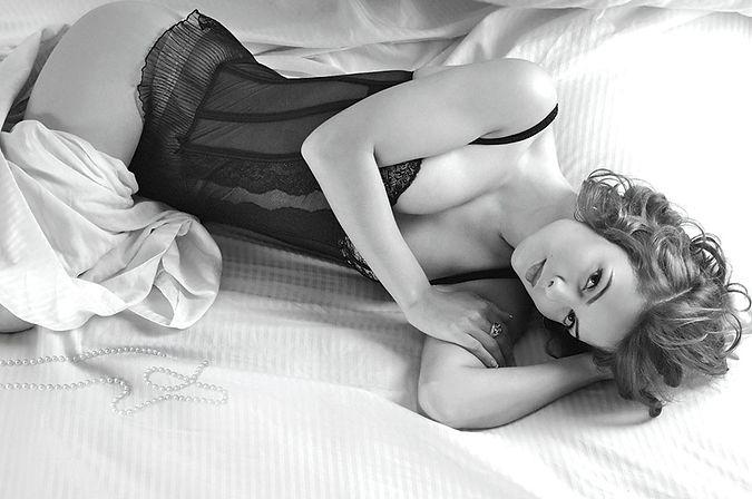 fotografia boudoir por lorena riga en madrid retiro raquel en corset para revista tendencia