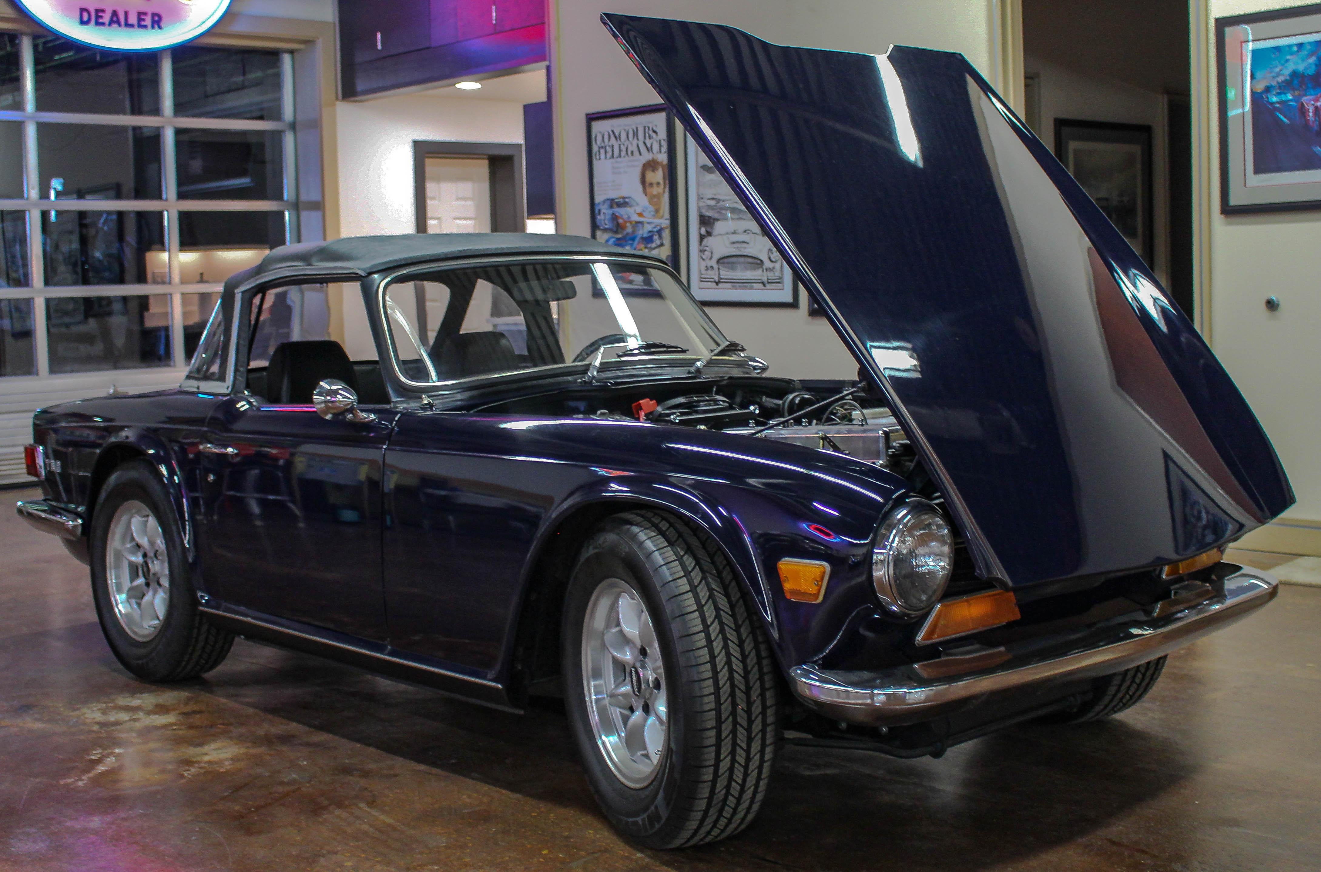 Triumph TR6 - Midnight Blue