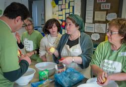Rebbetzin Alison Harris & Levana cook for SUFRA food bank