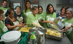 Rebbetzin Alison Harris cooking for SUFRA food bank
