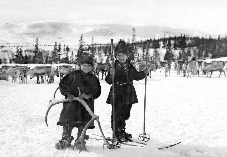"""Kort med kuvert """"Samiska barn lekande vid renhjorden"""""""
