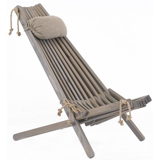 Grå stol i betsad furu