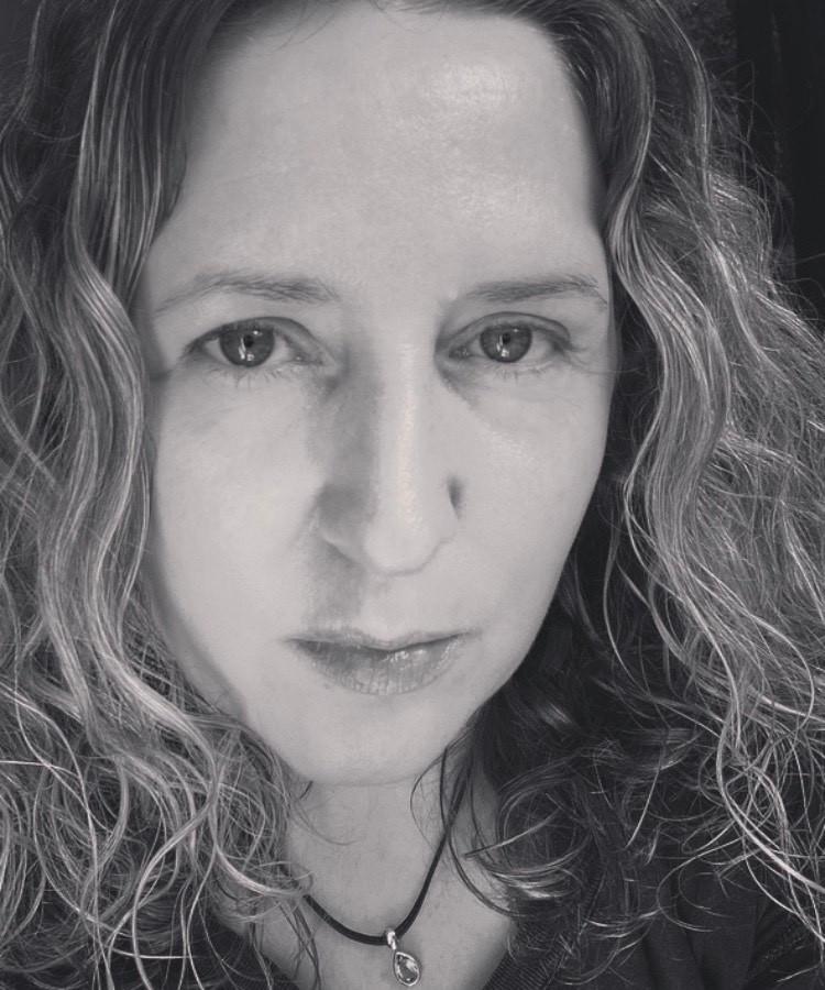 Singer songwriter Emma Lachevre