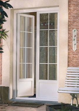 Porte-fenêtre_avec_soubassement_et_petit