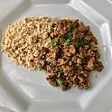 Picadinho de filé mignon, ao molho de vinho tinto com batata palha e farofinha  p/ 12 pessoas