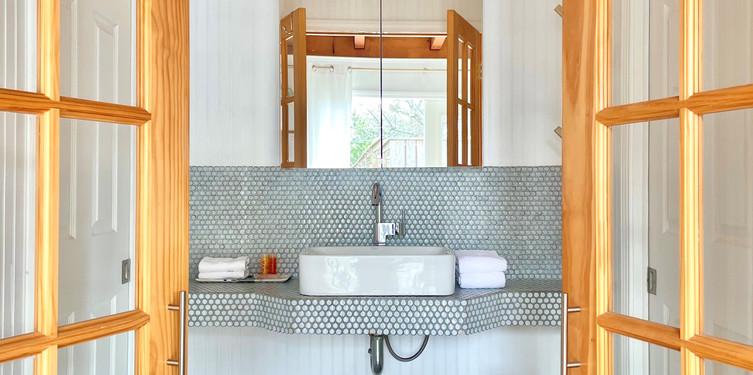 bath in 17 sink area.jpg