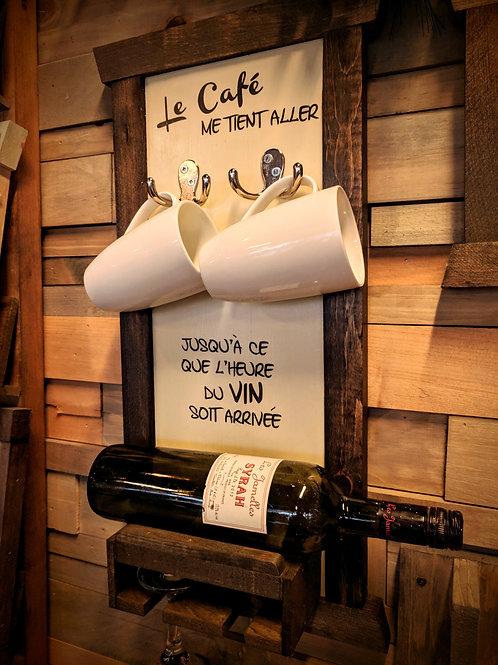 Cellier rigolo (tasse, bouteille et coupes)
