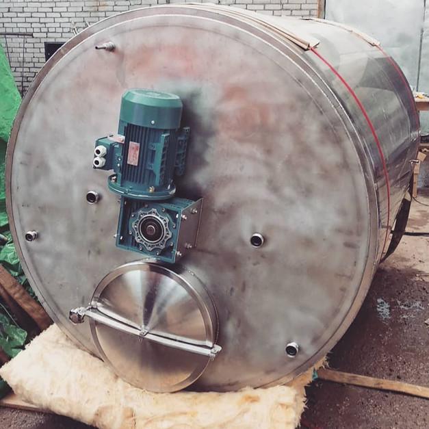 Емкость с мешалкой на 3000 литров