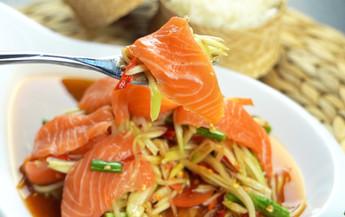 ส้มตำแซลมอน Exclusive Recipes by Tops