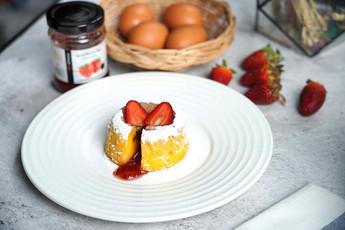 เค้กไวท์ช็อกโกแลตสตรอว์เบอร์รีลาวา Exclusive Recipes by Tops