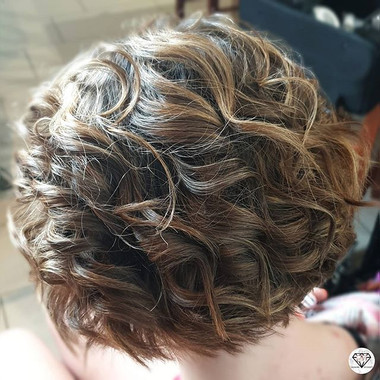 Beautiful short wavy curls ♡ . To book a