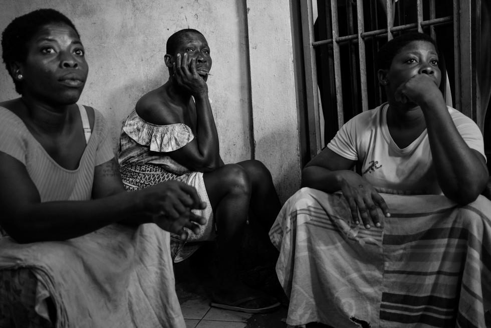 Petite pause entre deux courses - Reportage Femmes Portefaix - Lomé - Togo