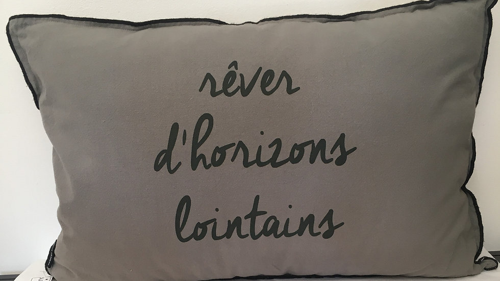 "Coussin ""rêver d'horizons lointains"""