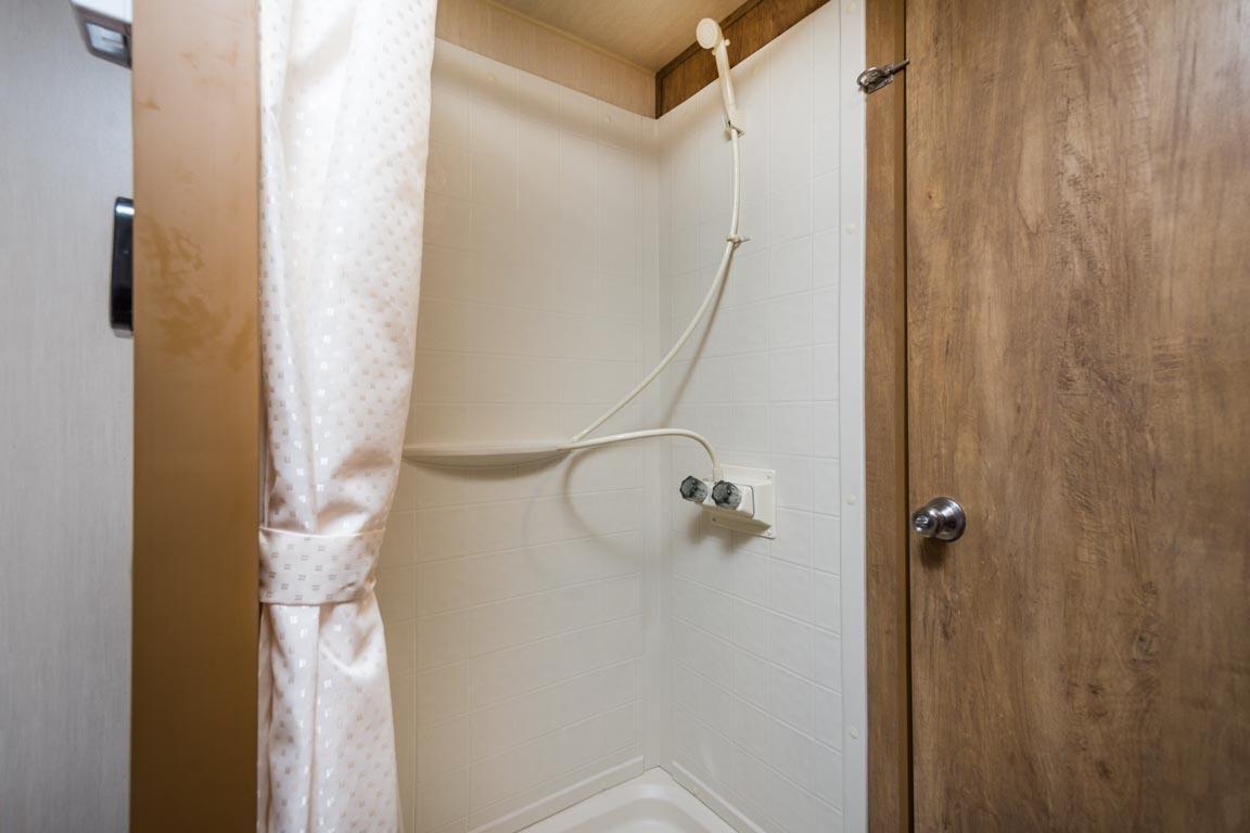 21 19erd crim shower
