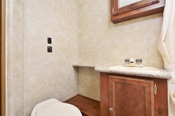 21 17rwd vc bathroomo