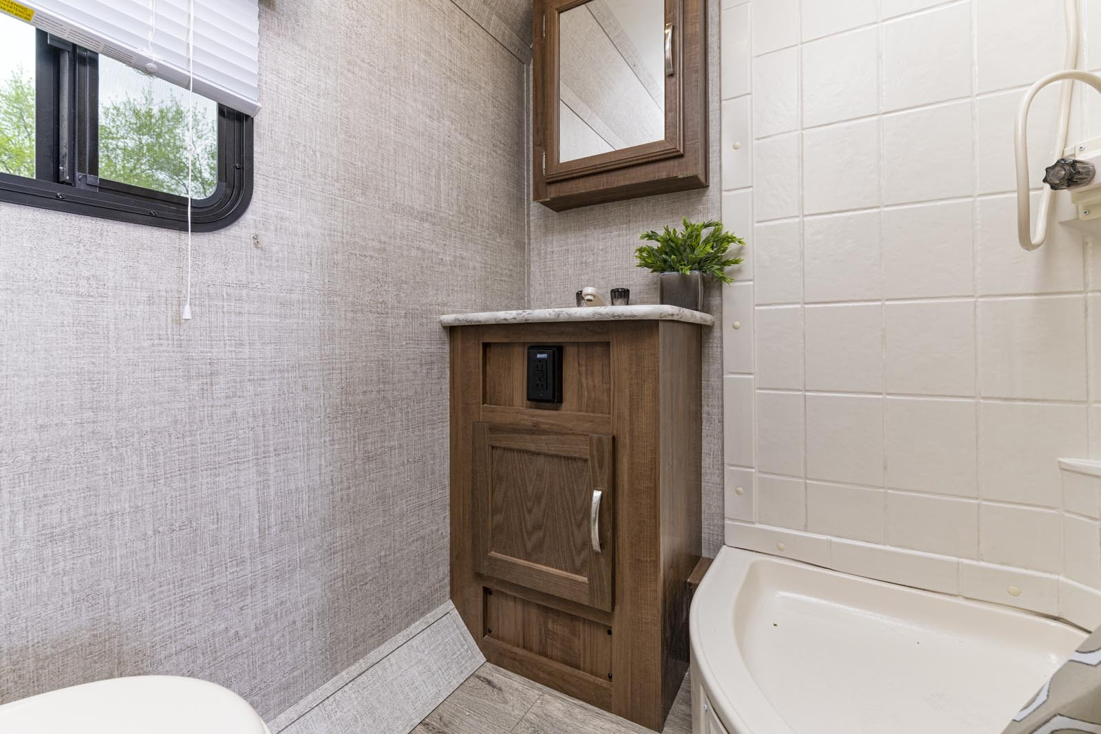 21 17scd vc bathroom