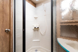 21 23bhs turq shower