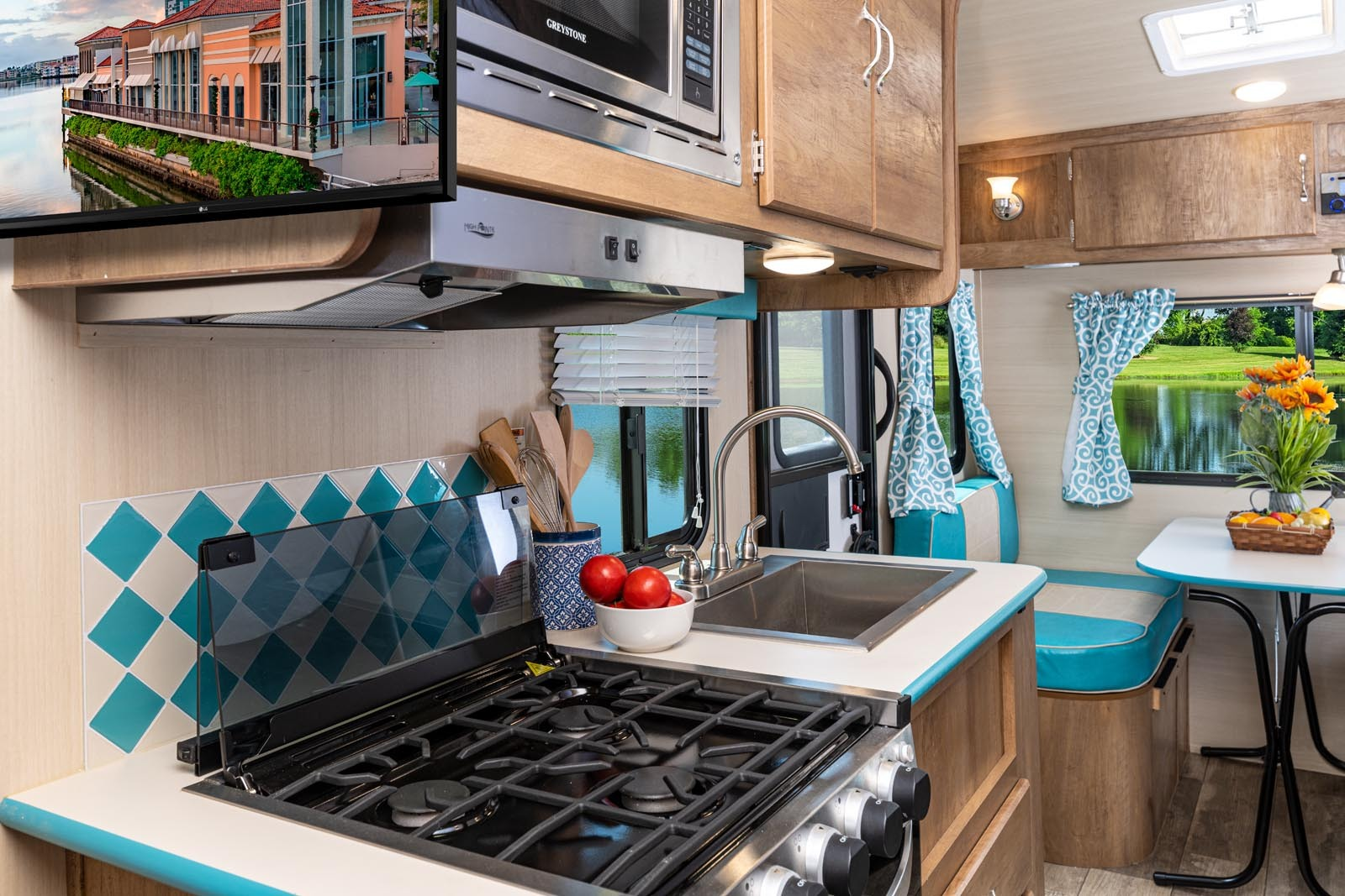 21 17rwd turq kitchen