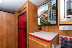 21 vn 19rbs crim fridge and tv