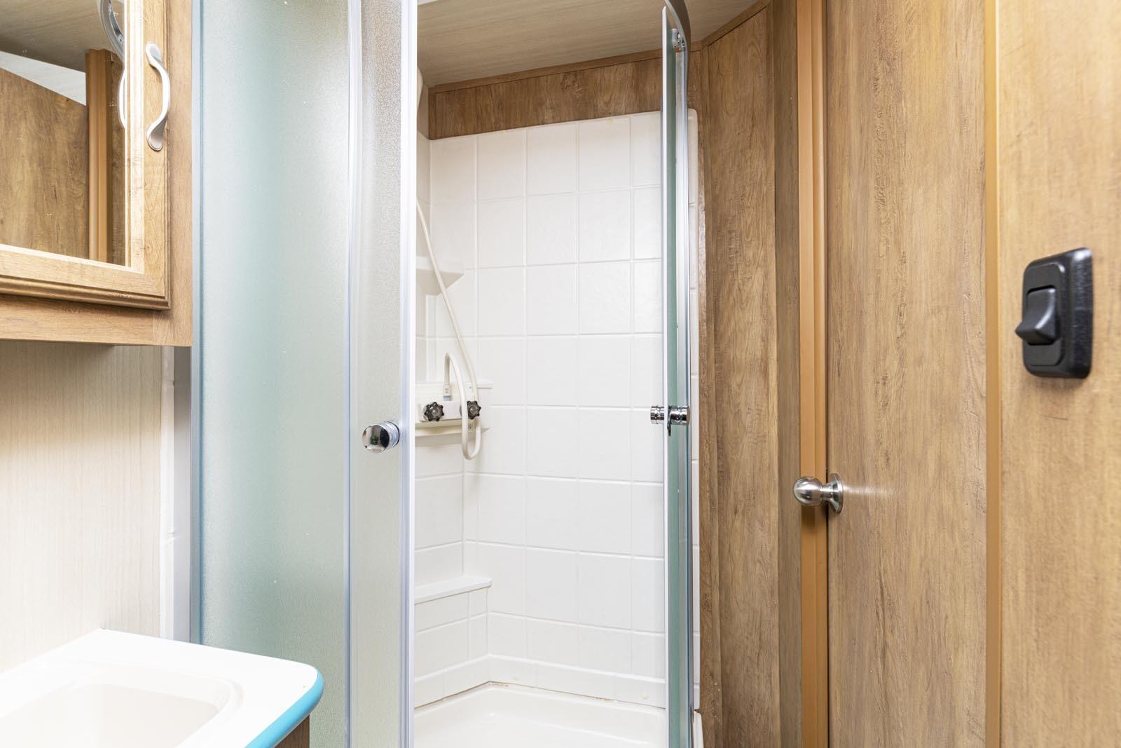 21 19csk turq shower