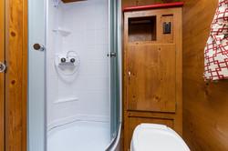21 vn 19rbs crim bathroom