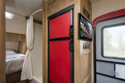 21 19erd crim fridge and shower