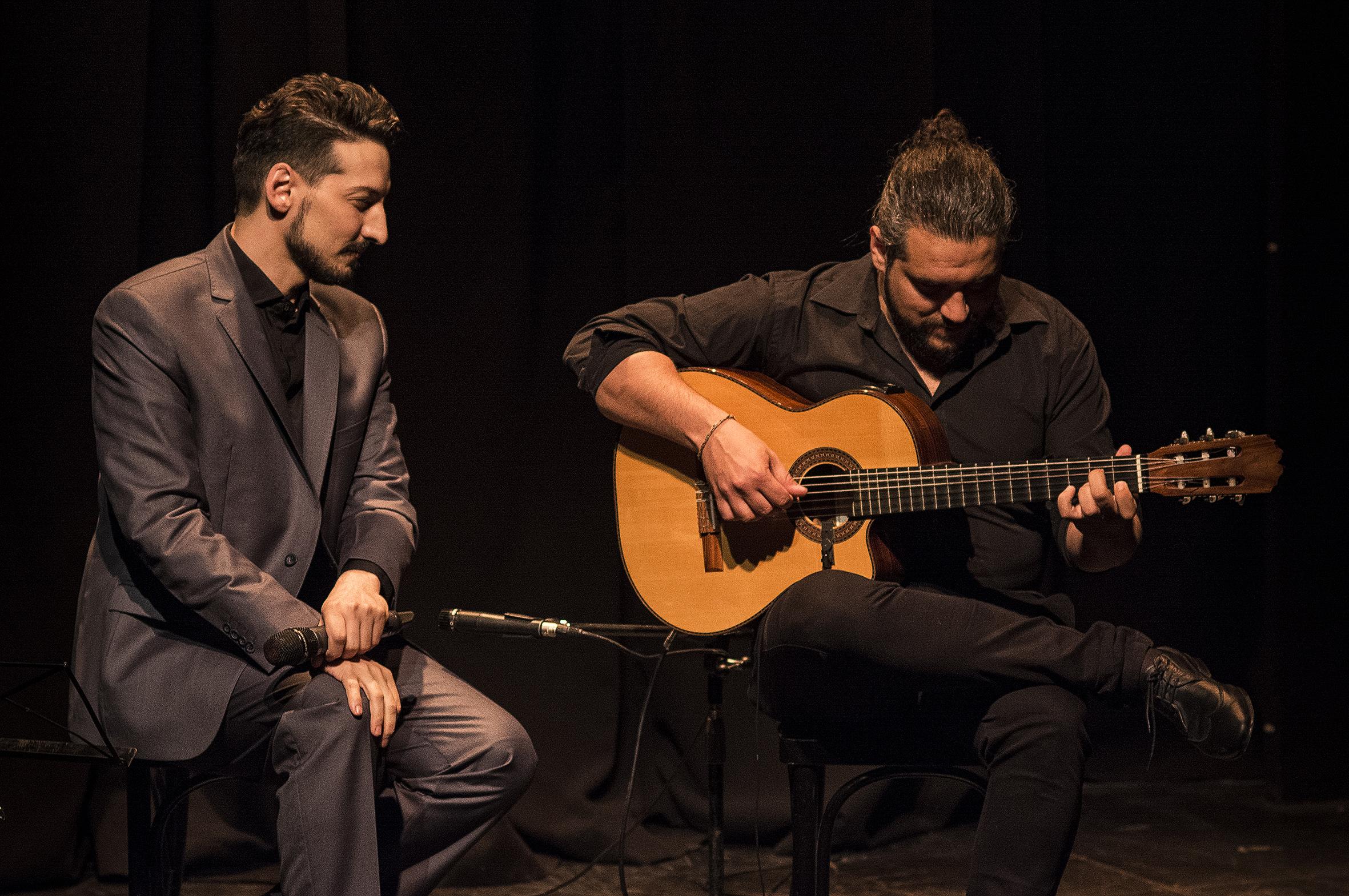 Con Ezequiel Iglesias en guitarra.