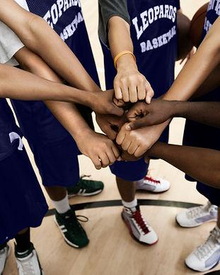 Une équipe qui rassemble ses poings