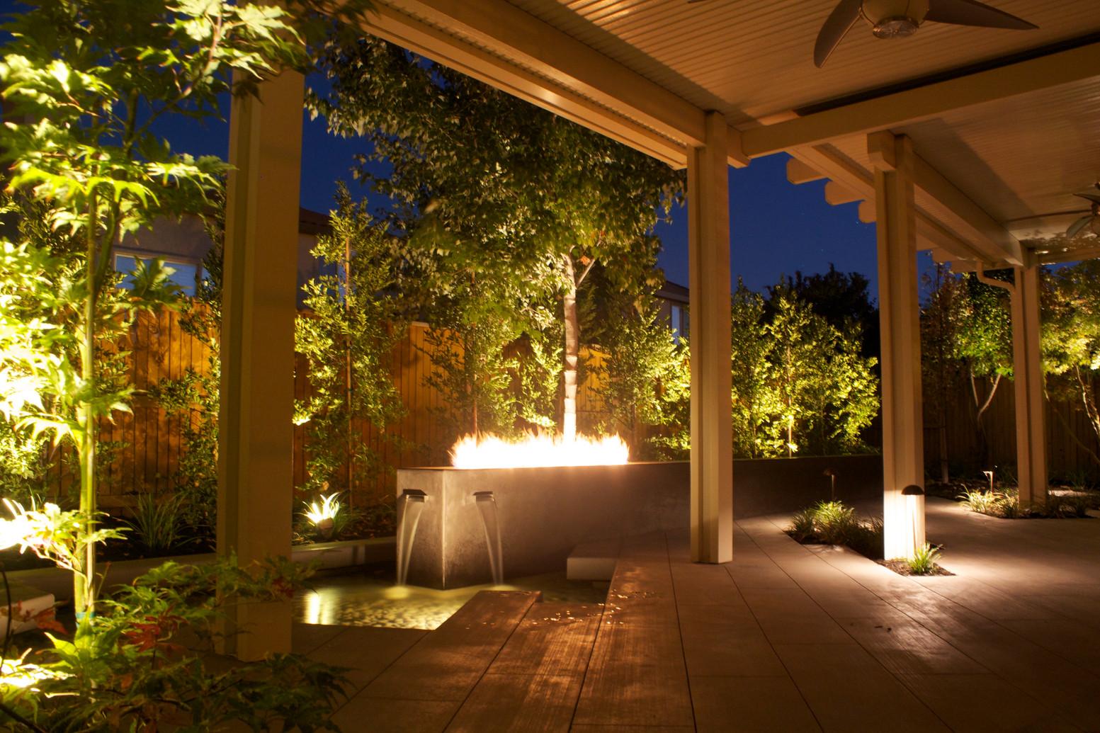 modern courtyard 1.jpg