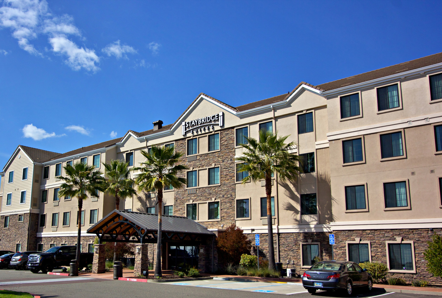 staybridge suites-folsom_2.jpg
