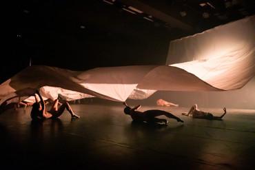 [中]欲辯已忘言 —— 淺評香港舞蹈團「八樓平台」《境》
