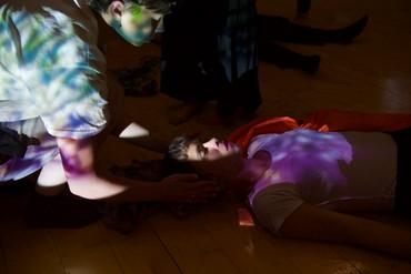 [中][ENG]旅歐舞記 Dance Travelogue: 微塵積聚。人群聚集。事件交錯。  Dust that accumulates. People who come together. Eve